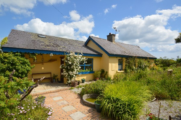 Zen-like cottage with separate yoga studio in beautiful Ballycotton